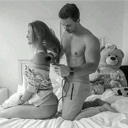 با آتیش بازی نکن! خطرناکه ! عادی باش و پر کن جای جیبات , با هرچی زنت میخواد , زن ینی عشق! باش هرچی که اون میخواد !هرچی که اون میخواد!