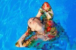 در برکه زلال خیالم شناوری  من اما از تو دورم  #mj