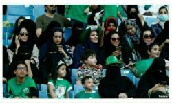 حضور زنان تو ورزشگاههای عربستان باعث چنان پیشرفتی تو فوتبال مردانشون شده که ۵تا،۵تا گل میخورن و نقره داغ میشن :)))) تبریک به همه حامیان اصلاحاتِ امریکاییِ بن سلمان،از voa،bbc،معصومه علینژادنماینده ای کیو بالای مجلس تا اصلاح طلبان :))