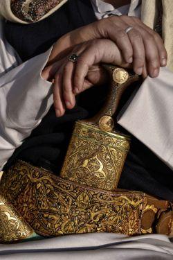 ♧قصه ظهر جمعه این داستان(نذر )♧ ضمن عرض ادب و احترام و قبولی طاعات و عبادات...تبریک بمناسبت حول ماه شوال و روز عید فطر....پادشاهی ندر کرد که اگر از حادثه ای نجات یابد پولی به پارسایان  بدهد.....پادشاه...نحات یافت... به غلام خود گفت....؟ادامه کامنت مطالعه کنید...(از دوستانی که قصه ها را دنبال میکنند سپاسگزارم امیدوارم از خواندن این قصه لذت ببرید )