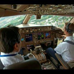 در تحقیقى که BBC در سال 2013 انجام داد مشخص شد که 66% خلبان ها در مسیر پرواز خوابشان مى برد و از این عدد 29% هنگام بیدار شدن متوجه مى شوند که کمک خلبان نیز به خواب رفته است.