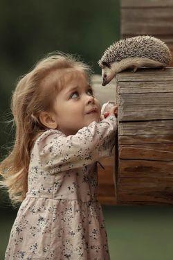 ❁﷽❁..ذکر روز پنجشنبه {لا اله  الا الله الملک الحق المبین..معبودی جز خدا نیست،پادشاه حق آشکار} مهربان باش.؛ مهربانی همسایه دیوار به دیوار شادی است، بگذار خانه دلت پُر باشد از مهربانیهای بیدلیل آنگاه عشق میشود خاصیت تو و خدا با سبدی از لبخند، مهمان همیشگی قلب توست روز هایمان بی شک میتواند زیباتر باشند اگر تنها دغدغه زندگیمان مهربانی باشد..سلاااااام صبحتون بخیر آخر هفته تون همراه با آخرین روز بهار بشادی و خوشی کنار خانواده و عزیزانتان..۹۷/۳/۳۱