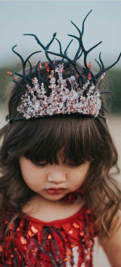 ...: جمعه دخترکی غمگین است که موهایش را باد نوازش میکند، نه معشوقش...