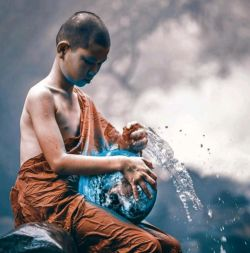 ضرب المثل تبتی :  راز یک زندگی خوب در این است که نصف بخوری، دو برابر راه بروی، چهار برابر بخندی و بی اندازه عشق بورزی...