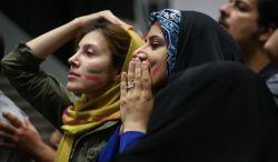 تماشای تیم های فوتبال ایران و پرتغال در چارسو