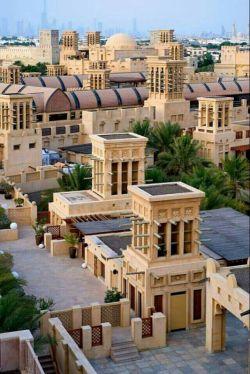 اشتباه نکنید، اینجا ایران و شهر یزد نیست؛ دبی است! اما با بادگیرهای ایرانی
