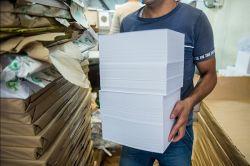 فهرست واردکنندگان کاغذ با دلار ۴۲۰۰ تومانی منتشر شد بانک مرکزی سرانجام فهرستی از دریافت کنندگان دلار ۴۲۰۰ تومانی را که با استفاده از آن کاغذ وارد کشور کردهاند، منتشر کرد ادامه خبر در: http://www.paperandwood.com/Fa/NewsItem/?nID=6714