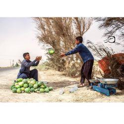 كودكان رنج كشیده و مظلوم #سیستان در گرماى بالای ٥٠ درجه مانند پدرانشان سخت مشغول به كار هستند، بعضی از این كودكان به دلیل فقر و شرایط بد اقتصادى حتى از تحصیل باز مانده اند.  جالیزكارى امسال به دلیل خشكسالى و نبود آب براى كشاورزى فقط از طریق چاه امكانپذیر بوده و در برخى از روستاها حتى آب به اندازه كافى براى مصرف روزانه وجود ندارد... #سیستان_را_دریابید