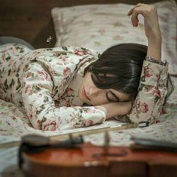 """باید به خوابی"""" عمیق"""" رفت عمیقِ عمیق... این همه حجمِ نبودنتِ  را نمیشود در"""" بیداری""""  تحمل کرد..."""