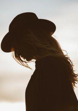 آرام بخش ها, حافظه ام را پاک کرده اند اما دلم میگوید من کسی را بسیار دوست میداشتم....