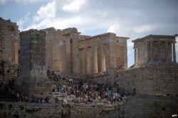 از عكس هاى روز / معبد پارتنون که بر فراز تپه های باستانی آکروپلیس ساخته شده از برترین جاذبه های گردش گری یونان به شمار می آید .