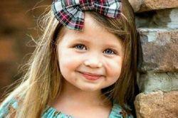 تربیت فرزند   مثل تربیت در کلاس درس نیست؛  با رفتار است،  با گفتار است،  با عاطفه است،  با نوازش است،  با لالایی خواندن است؛  با زندگی کردن است.
