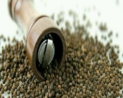 فلفل سیاه پرزهای چشایی را تحریک می کند و پیامی به معده می فرستد که باعث ترشح اسید هیدروکلوریک و در نتیجه هضم بهتر غذا می شود.