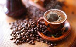 با توجه به مطالعه پزشکان تغذیه ، قهوه به افراد مسنی که دچار افسردگی هستند توصیه میشود خوردن قهوه افسردگی را بهبود می بخشد