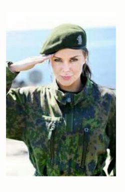 شنیدم دخترارم میخوان ببرن سربازی... کاپیتان در صف اول قرار دارن خخخخخ جووووووننن