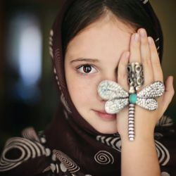 نیک خواهان دهند پند ولیک نیکبختان بوند پندپذیر پند من گرچه نیکخواه توام کی کند در تو تنگدل تاثیر قرآن هم میفرماید هدایت من بدرد همه کس نمیخورد که ذالک الکتاب لا ریب فیه هدی للمتقین . متقین همان پندپذیرانند ! اولین وجه تقوا پندپذیری و حقیقتجویی است این جهان را گر درٌ مکنون کنند چون نصیب تو نباشد چون کنند؟!