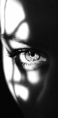 طاعت از دست نیاید؛ گنهی باید كرد، در دلِ دوست به هر حیله رهی باید كرد /روشنانِ فلكی را اثری در ما نیست، حذر از گردشِ چشم سیهی باید كرد! #نشاط_اصفهانی