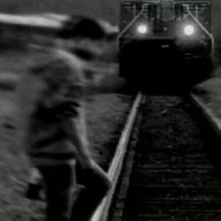 من خودکشی نمیکنم ولی اگ یع  ماشین با سرعت بع سمتم بیاد وقتی دارم عز خیابون ردی شم ... تضمین نمیکنم پاهام تکون  بدم ... =)))