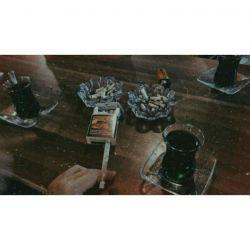 _چرا سیگار میکشی که آخرش سرطان بگیری و بمیری؟                  +اگه سیگار نکشم با یه تن سالم میمیرم و زندگی که ازش لذت نبردم. ولی اگه سیگار بکشم با یه تن مریض میمیرم ولی عوضش تو زندگی لذت داشتم. چه فرقی میکنه من که آخرش باید غذای مورچه ها بشم.