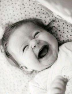 خبر داری که شهری رویِ لبخند تو شاعر شد؟/ چرا اینگونه، کافر گونه، بیرحمانه میخندی؟...  #صاحب_عزیزی... #من_به_این_خنده_ی_تو_محتاجم...