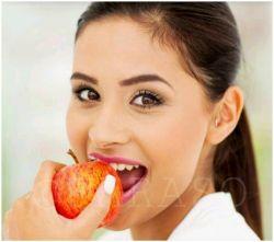 اگر بیش از 8 تا 10 ساعت در روز با گوشی موبایل یا کامپیوتر کار میکنید ، حداقل در روز یک سیب بخورید❗️  سیب از آسیب به سلولهای چشم و مغز جلوگیری میکنه