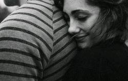 چرا بیهوده میکوشی که بگریزی ز آغوشم/ ازین سوزندهتر هرگز نخواهی یافت آغوشی...  #فروغ_فرخزاد... #با_خیال_راحت_از_آغوش_من_لذت_ببر... #فرامرز_عرب_عامری