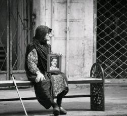 در انتظار تو بنشستم و سرآمد عمر/ دگر چه داری از این بیش انتظار از من؟... #شهریار
