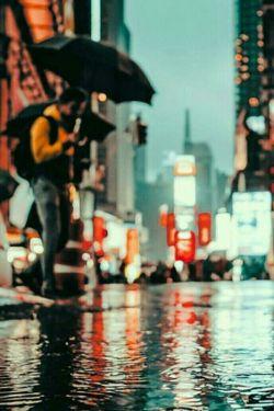 """چه کسی میداند  قیمت خنده باران چند است  هر کسی مثل من است میداند  روزی از اشک همین بارانها  آن که بد کرد به ما  آنچنان میسوزد  به همین اشک قسم  آن زمان  چشم بارانی ما میخندد...    """"امیروجود"""""""