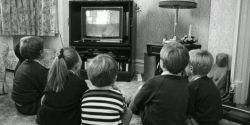 گاردین: ۷ هزار خانوار در انگلیس همچنان از تلویزیون سیاه و سفید استفاده میکنند...آخی چرا طفلیا
