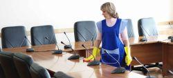 نظافت شرکت ها 1-  شستشوی و نظافت کلیه مکان های اداره مانند ورودی ها، سالن های انتظار، سرویس بهداشتی، آبدارخانه ، کف، نظافت دیوار... 2- نظافت و گردگیری کلیه تجهیزات و لوازم اداری (میز، صندلی، کازیو، فایل، کمدها،  رایانه و ...)کارکنان دفتر کار... با نظافتچی خانم  یا آقا  3- نظافت و شست شوی کلیه شیشه، درب و پنجره های محل کار یا اداره. 4- گرد گیری و تمیز کردن صندلیها و پارتیشنها. نظافت بیرون و داخل کابینتها و قفسه ها با دستمال و مواد شوینده. 5- از بین بردن انواع مختلف لکه ها.