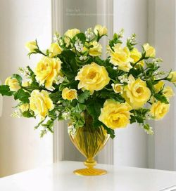 سبدی هست در اندیشۀ من که پُر از گل بدهم هدیه به تو  غافل از آنکه تو خود نابتری یک جهان گل بخورد غبطه به تو تقدیم به تک تک شما عزیزان