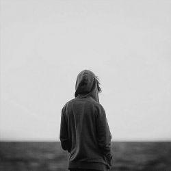 رفتنِ واقعی رو نمیشه دید فقط میشه حسش کرد ، آدما می رن ، قبل از گفتنِ خداحافظ... آدما توی یه بعد از ظهر وقتی که کنارتون نشستن و با سکوت به تلوزیون خیره شدن ممکنه شمارو ترک کنن! رفتنها به ناگهان اتفاق نمیافته ، آدما مدتها قبل از گفتنِ خداحافظ از اعماق خودشون مارو ترک می کنن ، این ما هستیم که دیر می فهمیم ، خیلی دیر ... !  ( الهه سادات موسوی )
