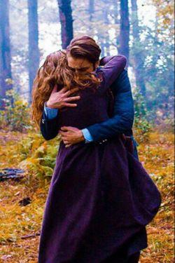 لیلی شــُدَنم  باز در آغوش تو حَتمۍ ست... مَجنــون شو  و در کوه و بیابان بغلم کن !!!
