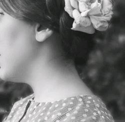 تو گل سرت را بزن ، من پروانه میشوم... *