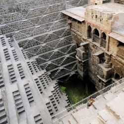 عجیب ترین چاه دنیا به نام چاند بائوری در هند  عمیق ترین چاه پله ای جهان در ایالت راجستان هند با ۳۰ متر عمق، ۱۳ طبقه و ۳۵۰۰ پله می باشد.