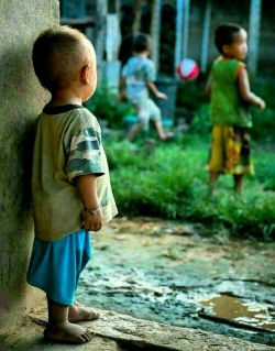 توکه نیستی ؛ احساسِ کودکی را دارم ، که موقع یارکِشی ؛ هیچکس برای بازی انتخابش نکرده ... همانقدر مظلوم ، همانقدر تنها ، همانقدر بیچاره ... !