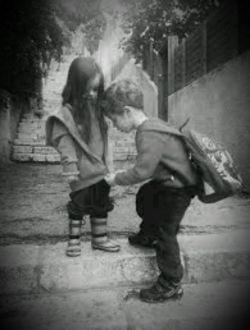 در زندگیت به کسی اعتماد کن ، که به او ایمان داری نه احساس ...