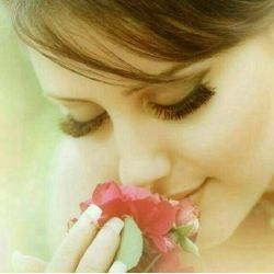 آن بوسه که از روی تو درخواب گرفتم.گل بود که از شاخه ی مهتاب گرفتم.هرگز نتوانی زمن دور بمانی.چون در دل خود عکس تو را قاب گرفتم...Reyra
