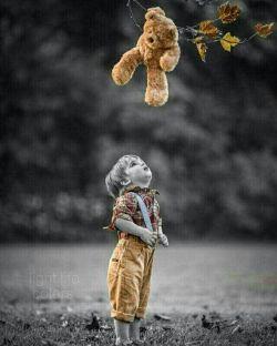 انسانها آفریده شده اند که عشق بورزند و به آنها عشق ورزیده شود....!!! اشیاء ساخته شده اند که مورد استفاده قرار بگیرند...!!!  دلیل آشفتگی های دنیا این است که به اشیاء عشق ورزیده می شود و انسانها مورد استفاده قرار میگیرند    #نلسون_ماندلا