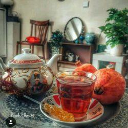 در این عصر سرد زمستان در قوری دوستی چای دم کنید با قند مهربانی نوش جان کنید و با عشق، با هم بودن را جشن بگیرید چای گاهی فقط یک بهانه است برای دقایقی در کنار هم بودن