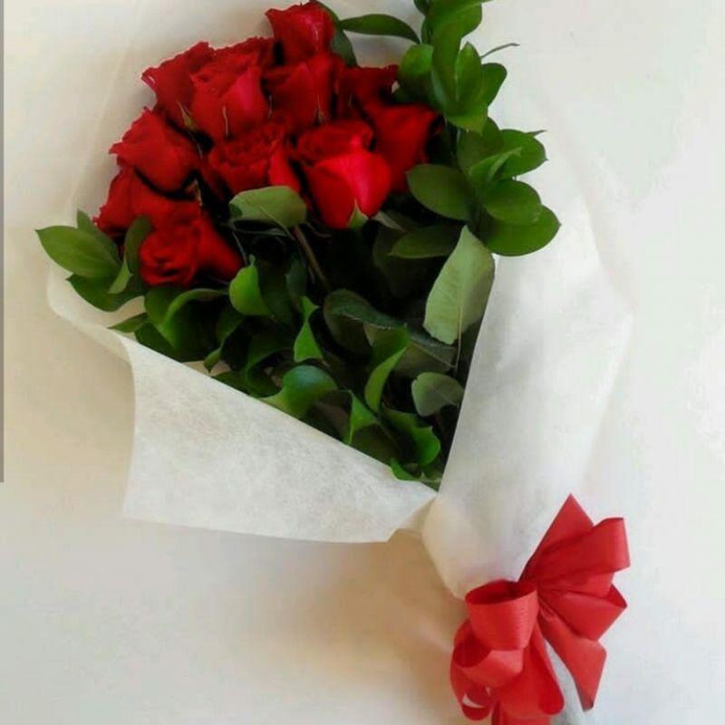 این دسته گل و تقدیم میکنم به تک تک دوستان لنزوری گلم / ایشالاه عمرتون مثل گل نباشه/ تقدیم با احترام