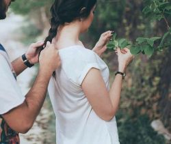 موهایت را هر کسی می تواند ببافد اما روزی خواهی فهمید دیگر هیچکس مثل من با موهایت شعر نخواهد بافت...! #مصطفی_زاهدی
