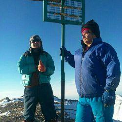 صعود برادران بختیاری به بلندترین قله استان سمنان شهر شاهرود روستای تاش قله ((شاهوار))۳۹۴۵ متر بیست و یکم دیماه نودو هفت  برف کوبی سنگین جای همنوردان و دوستان سبز