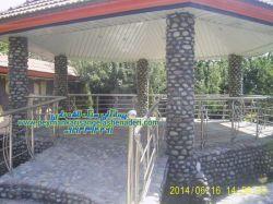اجرا-آلاچیق-به ستون ها به سنگ قلوه تهیه سنگ و اجرا توسط اگیپ های عالی 09124867802- با نظارت نادری