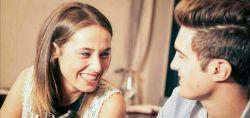 درمهمانی ها گاهی به هم نگاه کنید و لبخندی بزنید تامحبت شما را حتی در شرایطی که برو بیا زیاد است ومهمانی باعث شده کمی از هم دورشوید حس کند  این کار حسابی حال همسرتان را خوب میکند.