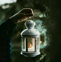 من برمی خیزم! چراغی در دست چراغی در دلم زنگارِ روحم  را صیقل می زنم آینه ئی برابرِ آینه ات می گذارم تا با تو ابدیتی بسازم!  #احمد_شاملو