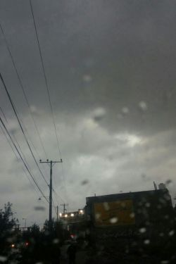 لحظه ی ابر نشد حفظ کنم چشمم را در دل ابر نگهداری باران سخت است  کاظم_بهمنی