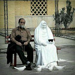 دلا، نزد کسی بنشین که او از دل خبر دارد به زیر آن درختی رو که او گلهای تَر دارد  در این بازار عطاران مرو هر سو چو بیکاران به دکّان کسی بنشین که در دکّان شکر دارد  #مولانا