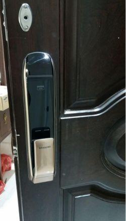 http://samsunglock.support نصب قفل دیجیتال سامسونگ P820 تلفن تماس : 88202562-09380941346 SAMSUNG-SHP-DP820 Digital Lock Installing TEL:+9888202562-+989380941346 قفل دیجیتال سامسونگ، پرفروش ترین قفل دیجیتال در جهان