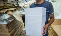 کاغذ مرز 400هزارتومان را درنوردید قیمت کاغذ در دهه دوم بهمن ماه حدود 100 هزار تومان نسبت به قیمت هفته گذشته افزایش داشته است. برخی کارشناسان بر این باورند که قیمت کنونی کاغذ یک قیمت کاذب است و واردات بیشتر میتواند قیمتها را بشکند. ادامه خبر در: http://www.paperandwood.com/Fa/NewsItem/?nID=7078